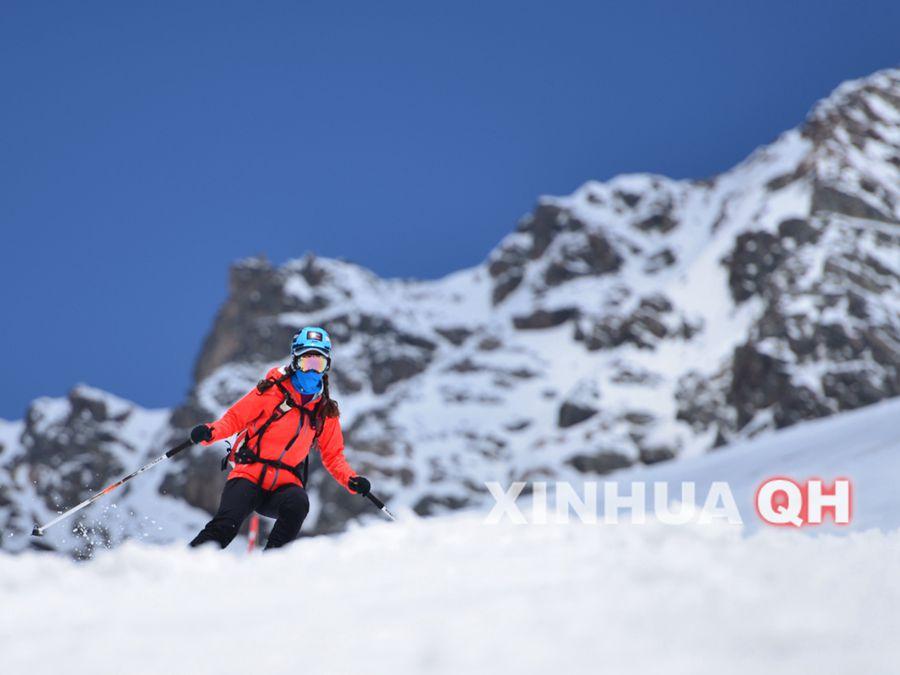 岗什卡登山滑雪交流大会展开适应性训练图片