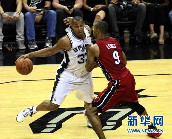 NBA总决赛第一场:马刺战胜热火