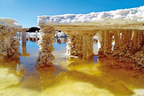中国最大的盐湖,也是世界上最著名的内陆盐湖之一,距西宁750公里,青藏
