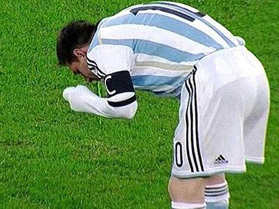 世界杯决赛梅西低头狂呕吐 这已经不是第一次了!(图)