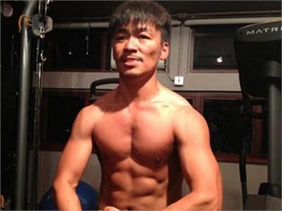 动6小时练出八块腹肌-王宝强肌肉照吓人 直呼 怎么把我搞成这个样子