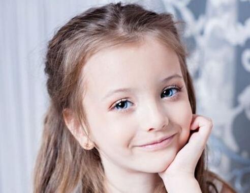 7岁女孩呆萌惹人爱 看着这些风靡全球的可爱萝莉也是醉了