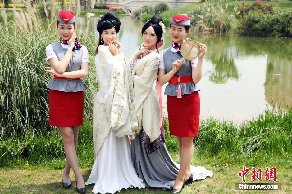 美女扎堆!一宿舍走出八名空姐 穿汉服拍毕业照