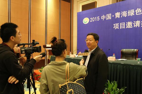 青海省广播电影电视局党组成员,副局长达瓦扎西主持.