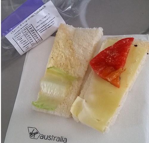 外国网友吐槽奇葩飞机餐