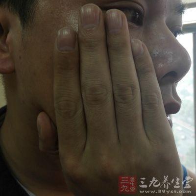 身体-牙痛-捂脸-养生信息事业