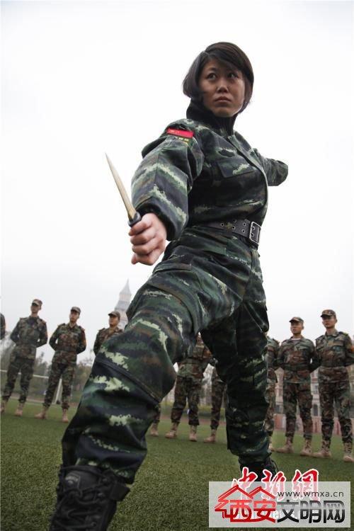 武警四川总队女特警退伍当教师 作战水平获赞图片