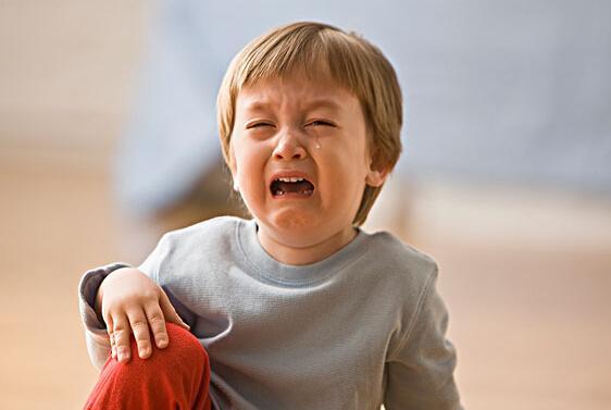 可爱小孩难受的照片