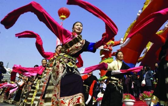 """以民歌""""花儿""""艺术为代表的青海民间文化,和以塔尔寺为中心的佛教文化"""