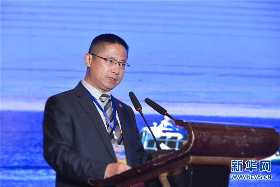 青海湖旅游集团有限公司副总经理张波在会上发言.新华网 王小龙摄