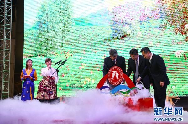 15年藏毯展:青海栽桐引凤 打造丝路响亮品牌