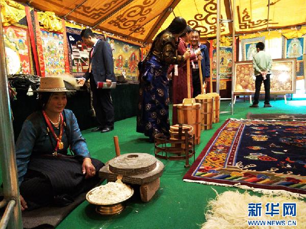 """藏毯展会十五年 缔造中国西部""""魔""""毯传奇"""