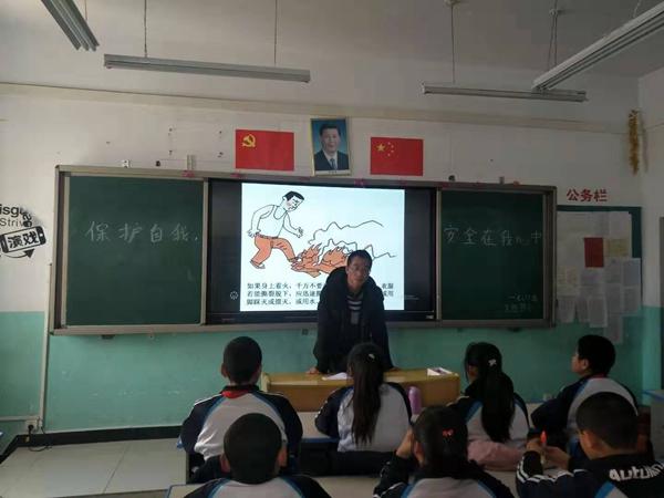 """河西寄宿制学校""""四爱三有""""教育主题之上好""""开学第一课""""系列活"""