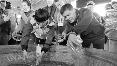 第十二届青海湖裸鲤增殖放流暨观鱼放生节举行