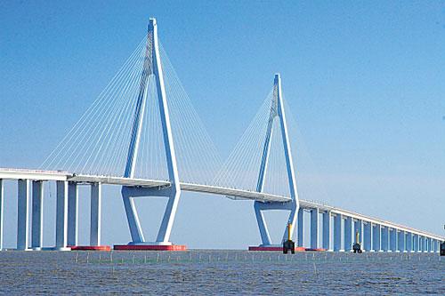 ,连接山东烟台海阳和青岛即墨的丁字湾跨海大桥正式通车,全部车