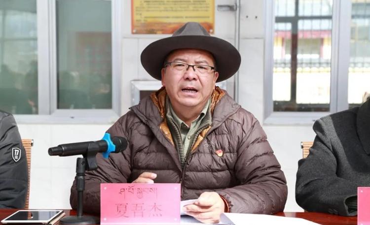 果洛州委常委、班玛县委书记夏吾杰在吉卡乡宣讲党的十九届五中全会精神