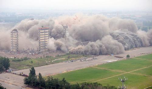 2012年6月3日,辽宁省沈阳绿岛室内足球场被爆破拆除.