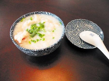 ...梅花粥:将米煮成粥后,再加入适量的白梅花,继续煮3分钟即成....