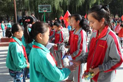 红领巾相约中国梦 民族团结手拉手