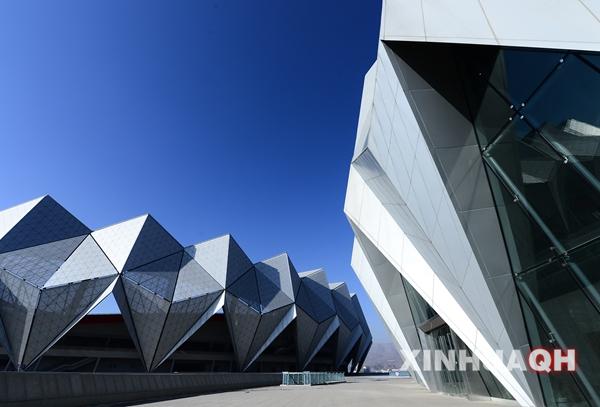 成并投入使用的西宁市海湖新区体育中心一角.(摄于12月31日)-图片