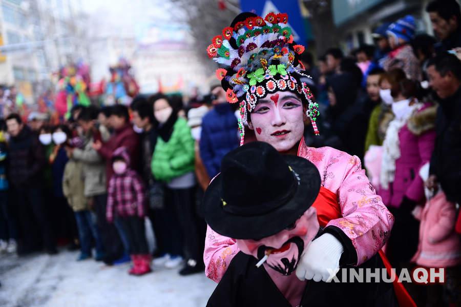 青海要闻   2月11日,青海省西宁市湟中县举行社火