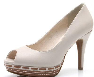 女生穿高跟鞋的正确方法