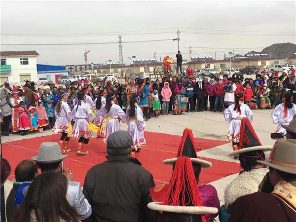 """德都蒙古族""""祭火""""即送旧迎新,迎接""""查干萨日节""""(蒙古语,意为春节),是"""
