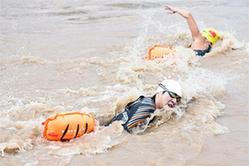 游泳——中国·青海国际抢渡黄河极限挑战赛开赛