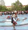 循化縣民間特色(se)文化隊表演民族舞蹈