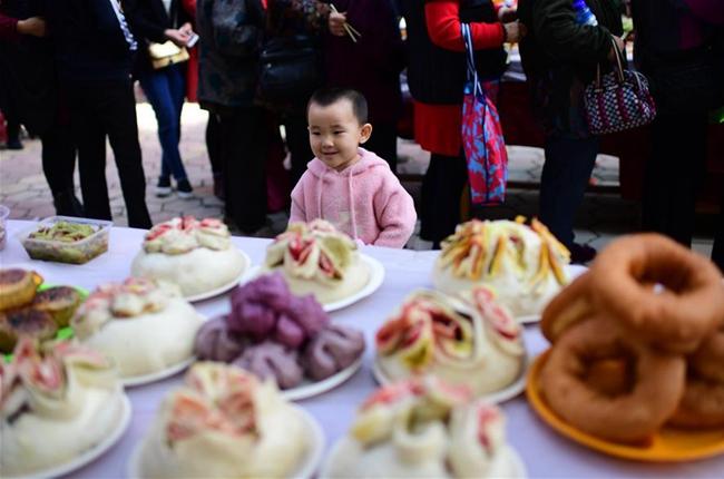 西寧:百家宴 迎中秋