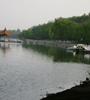 黃水河兩岸生機盎然,綠(lv)意蔥蘢,走在兩岸曲(qu)徑通幽的小路(lu)上(shang),暗(an)香來襲,沁人心脾,成為西寧市的一處天然氧(yang)吧(ba)。