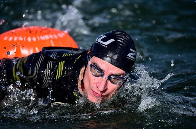 全民健身——冬泳健兒逐浪冬日黃河