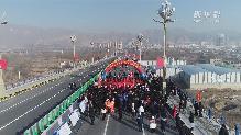 連接甘(gan)青兩省的川(chuan)海(hai)大橋正式通車(che)了!