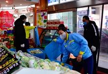 青海西寧︰加油(you)站售賣蔬菜保供應