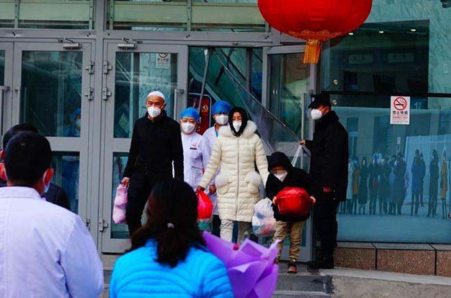 青海(hai)首批(pi)3名(ming)新型(xing)冠狀病毒感染的肺炎患者治(zhi)愈出(chu)院