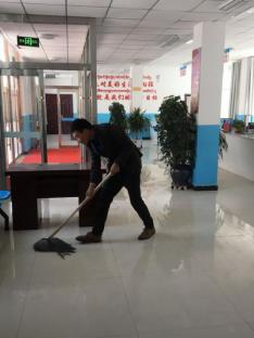 新(xin)街回(hui)族鄉(xiang)全面開展環境衛生大整治