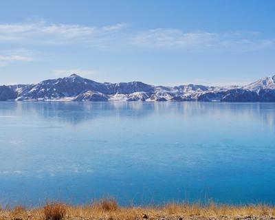 冬日裏的冬格措納湖