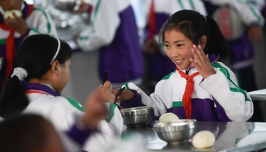 告別帳篷課堂 青海瑪多地震災區異地過渡學生如期開學