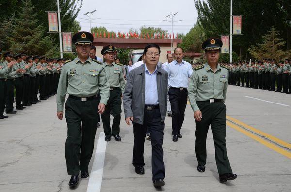 格尔木市领导慰问驻格军(警)部队